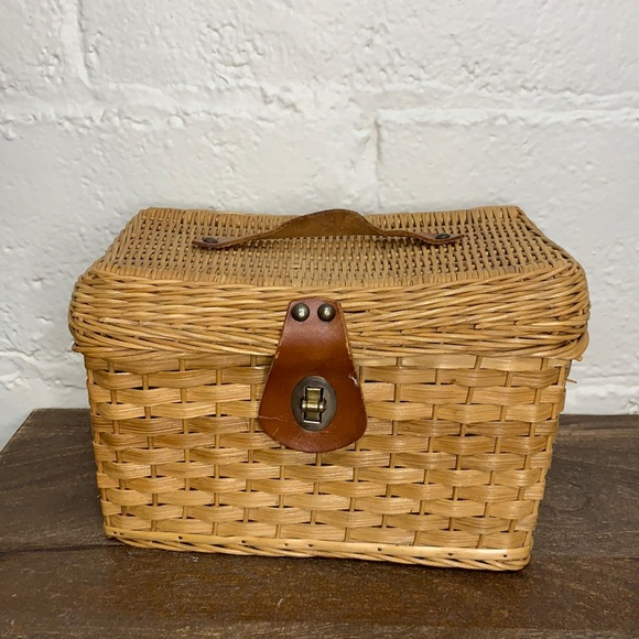 VTG Wicker Lidded Basket w/Leather & Brass Handle